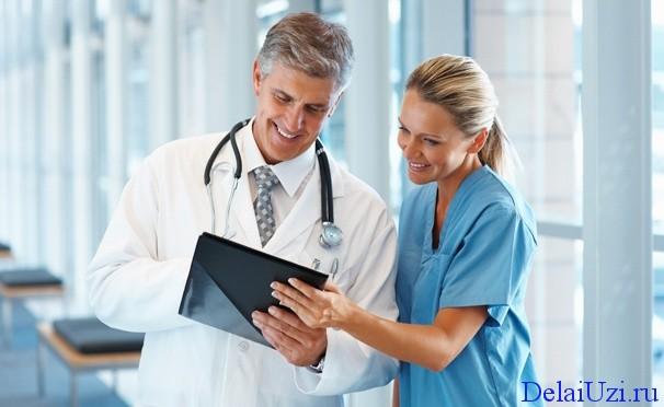 врачи делают расшифровку УЗИ малого таза